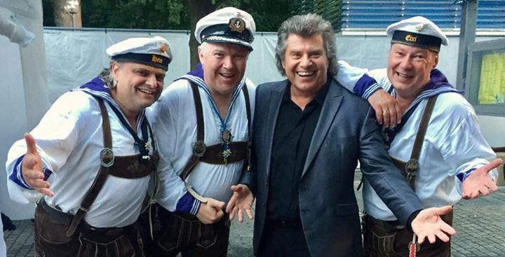 Matrosen in Lederhosen Thermen Open Air Bad Fuessing Andy Borg